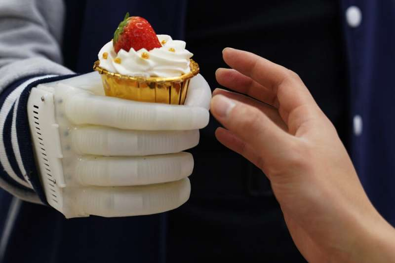 Inflatable robotic hand gives amputees real-time tactile control