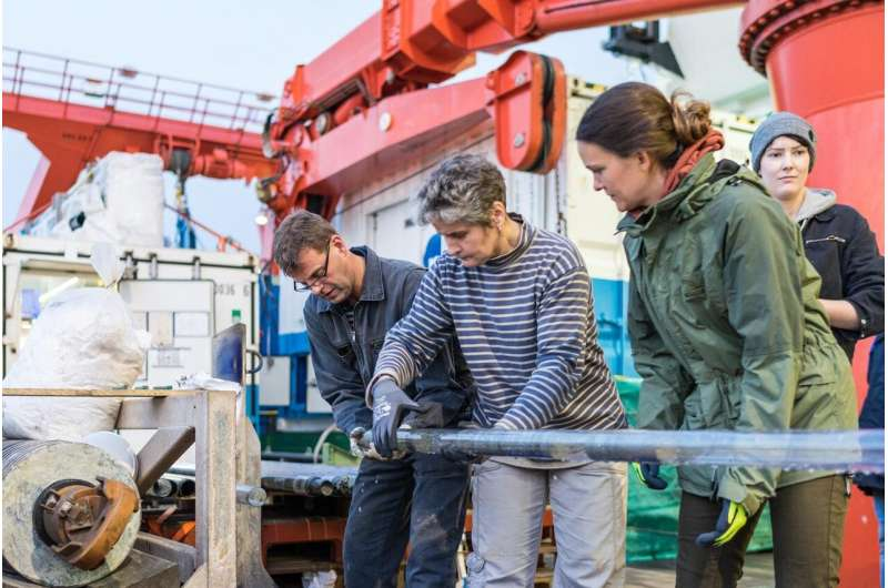 In the deep sea, the last ice age is not yet over
