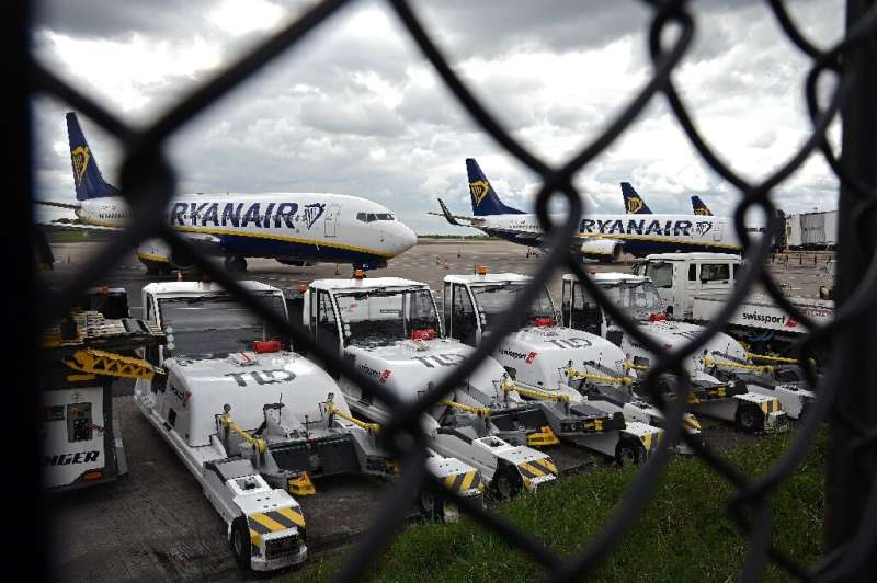 Irish no-frills carrier Ryanair warns that it will suffer a record annual loss of almost 1.0 billion euros ($1.2 billion)