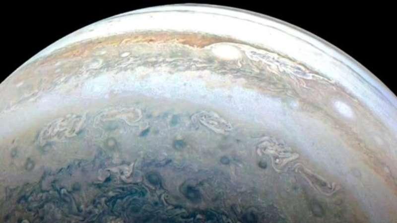 Juno just saw a spacerock crash into Jupiter