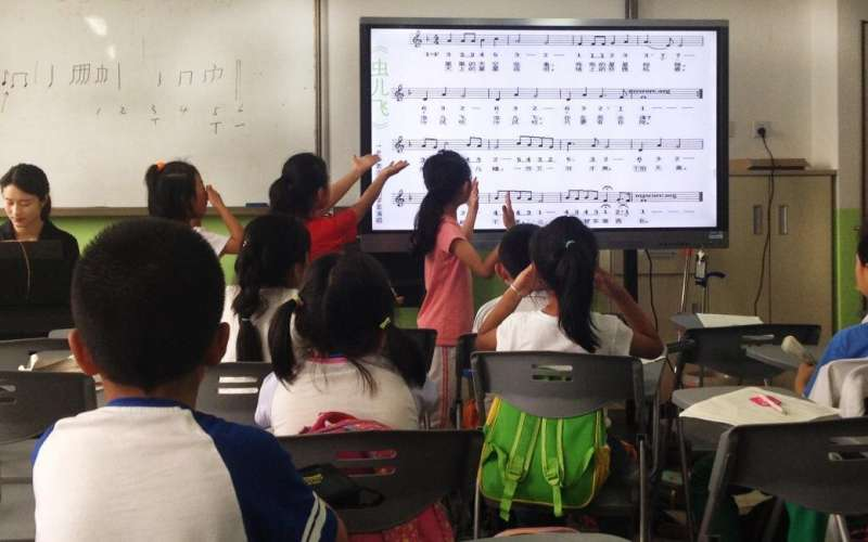 Learning foreign languages can affect the processing of music in the brain