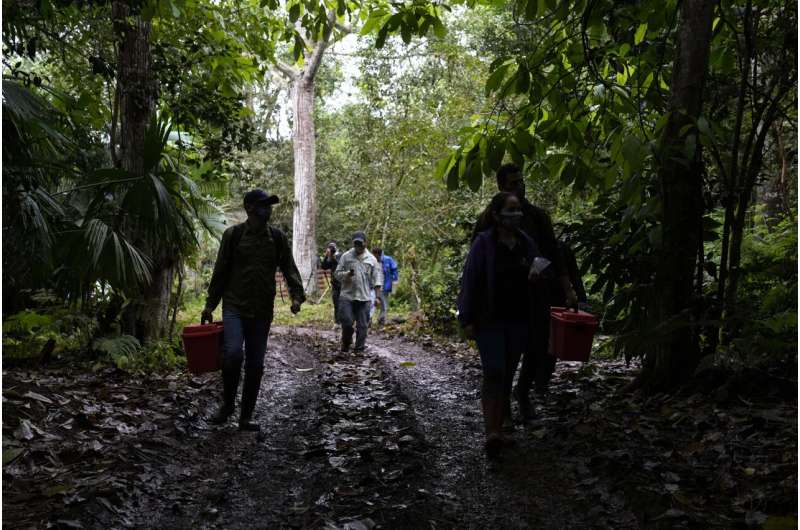 Local citizen scientists map genetics of Darwin's Galapagos