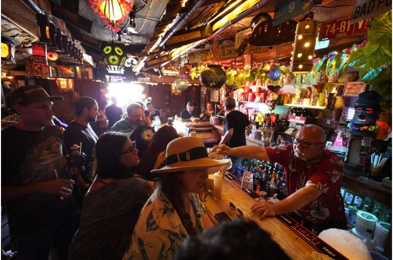 Los Angeles County to require vaccines in indoor bars
