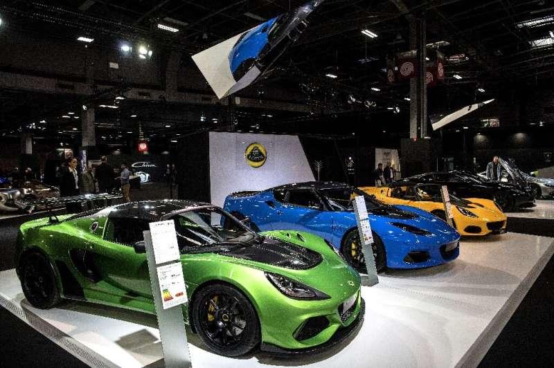 Beberapa mobil Lotus dipamerkan di Paris Motor Show pada Oktober 2018