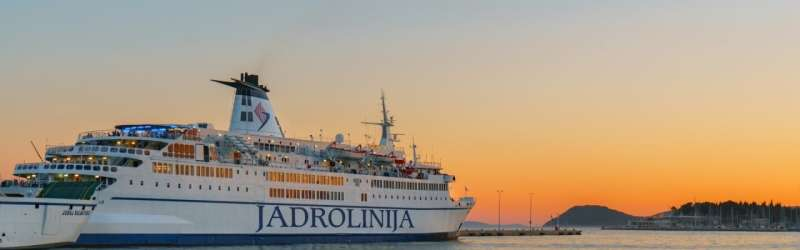 Low carbon transport at sea: Ferries voyage optimization in the Adriatic