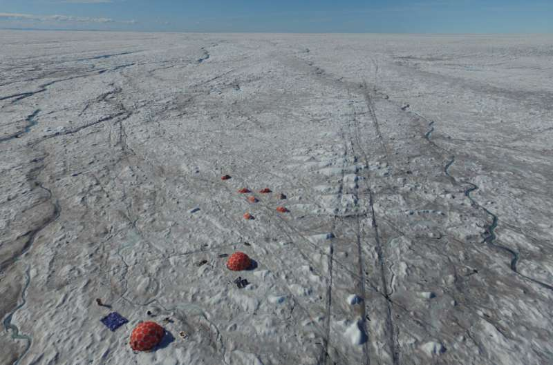 Microbes fuelled by wind-blown mineral dust melt the Greenland ice sheet