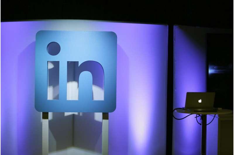 Microsoft shutting down LinkedIn in China
