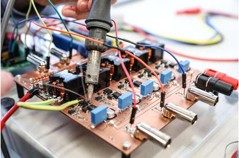 Mini-fuel cell delivers maximum performance
