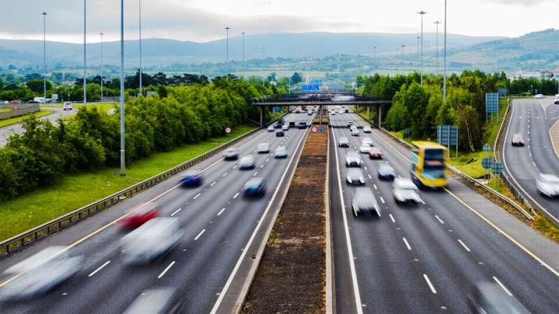 Le modèle prédit les changements de voie, pourrait informer les systèmes d'aide à la conduite