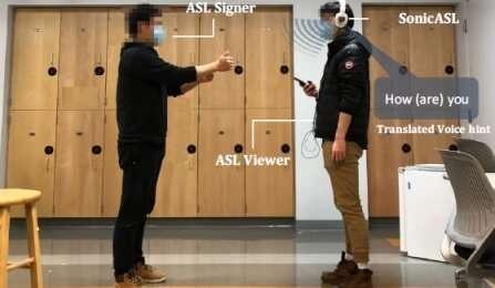 Des écouteurs modifiés traduisent la langue des signes via Doppler