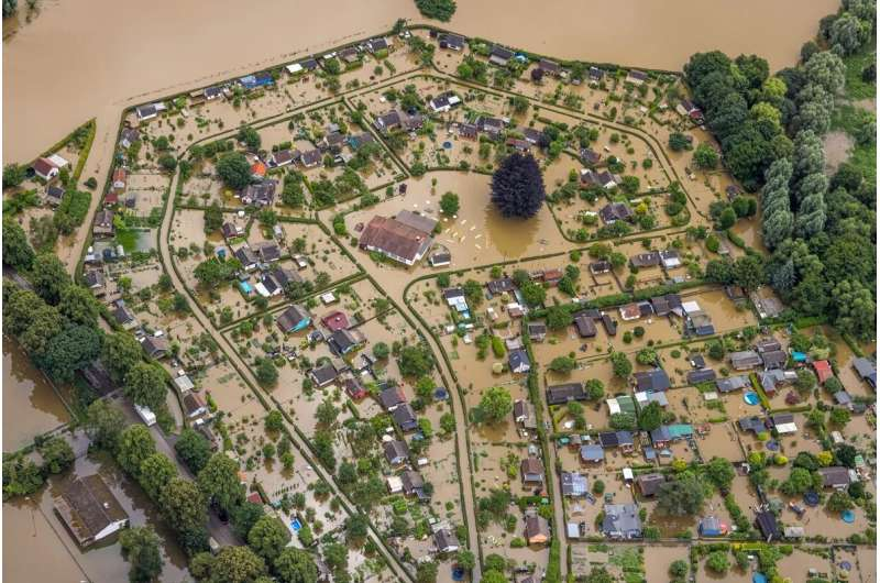 More intense and more frequent floods and droughts in the future