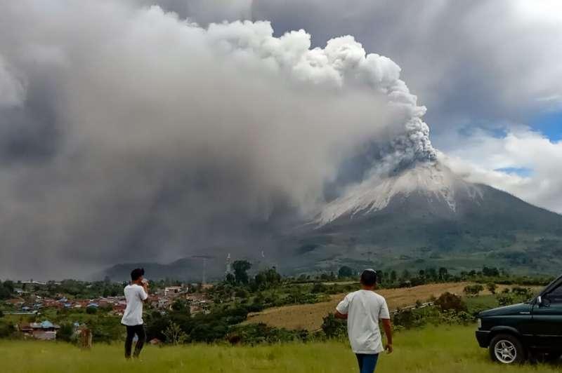 Gunung Sinabung meletus di Sumatera Utara, Indonesia