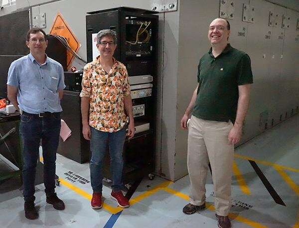 Neutrinos, atomic clocks and an experiment to detect a time dilation