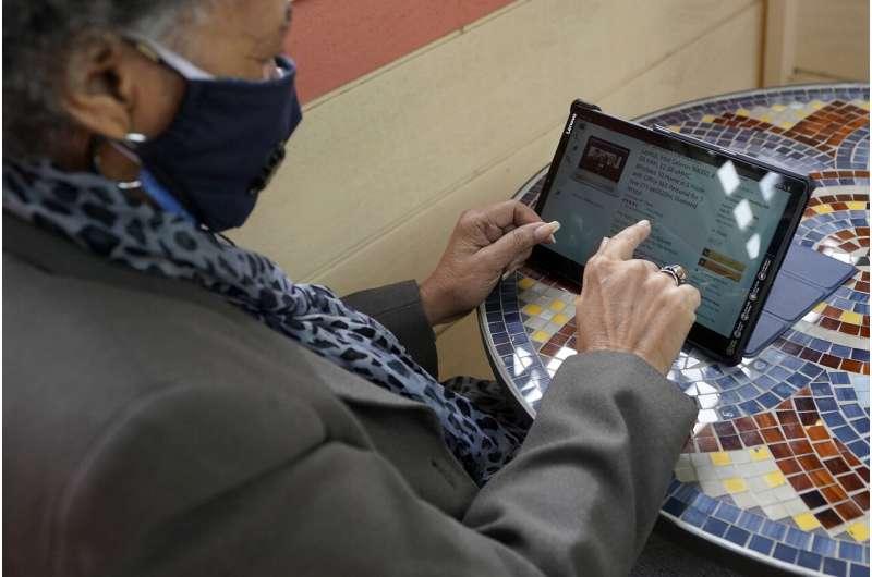 Tidak ada kata terlambat: Pandemi mendorong pembeli yang lebih tua online