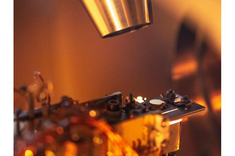 New form of carbon tantalises with prospects for electronics