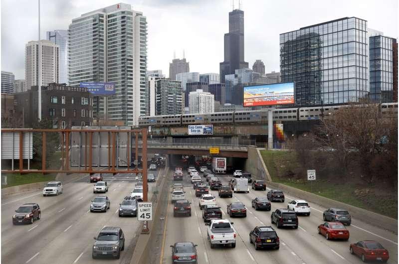 NHTSA: Traffic deaths rise again as drivers take risks