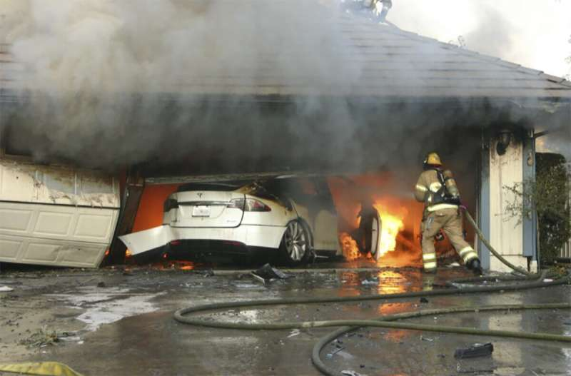 NTSB says vehicle battery fires pose risks to 1st responders