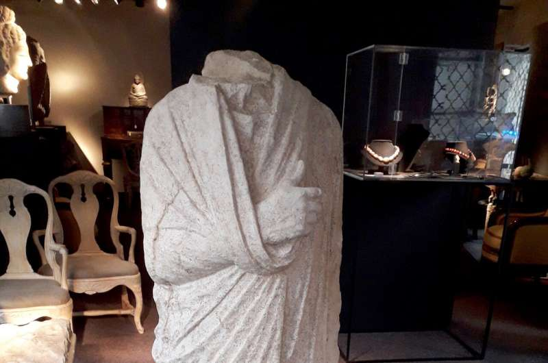Off-duty Italy art cops find looted statue in Belgian shop
