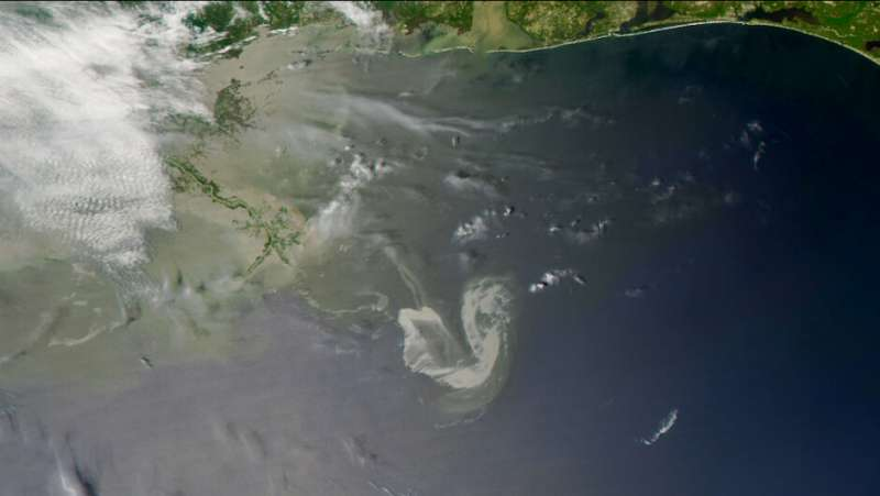 Oil in the ocean photooxides within hours to days, new study finds