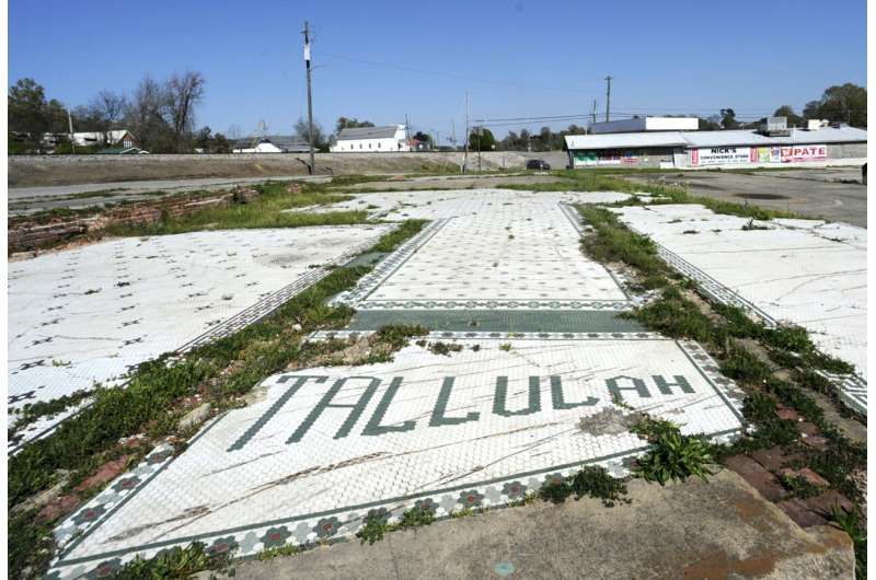 Pain, loss linger a decade after tornadoes hammer 6 states