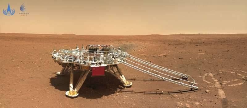 Chinese rover on dusty, rocky Martian surface Photos-show-chinese-ro-1