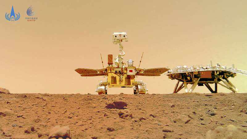Chinese rover on dusty, rocky Martian surface Photos-show-chinese-ro