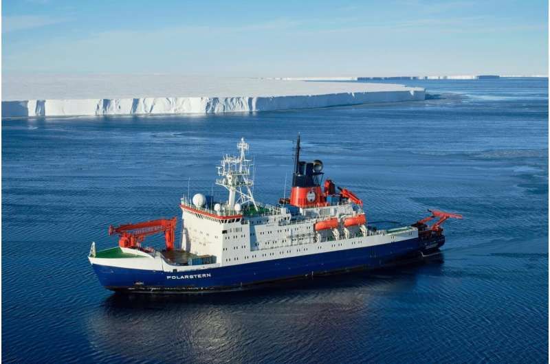 Polarstern expedition investigates massive calved iceberg