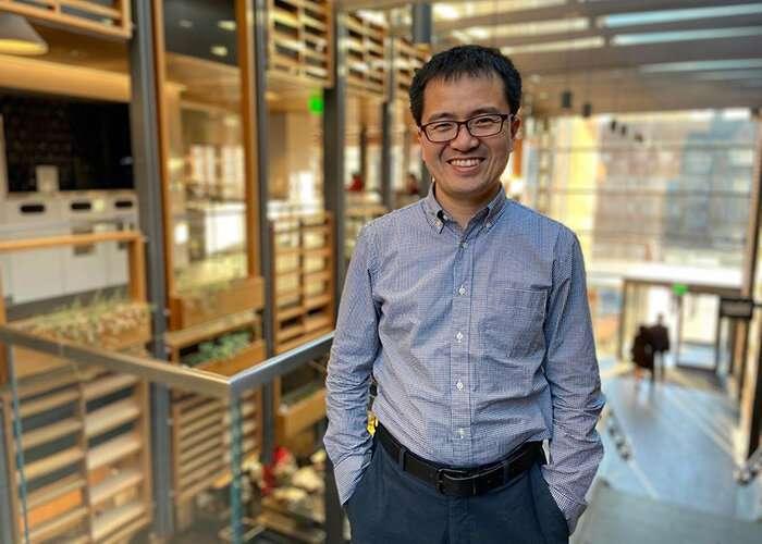 Polymer scientist develops new method to solve plastics sustainability problem