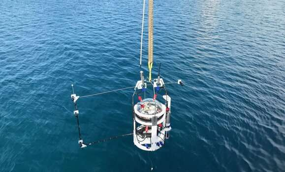 Researcher successfully deploys autonomous lander to the deepest part of the global ocean