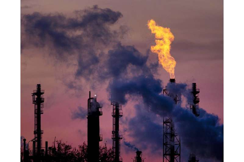 Researchers: Climate pledges see world closing on Paris goal