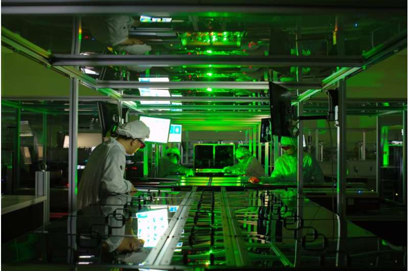 Researchers produce laser pulses with record-breaking intensity