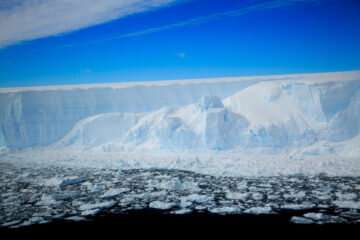 Scientists reconstruct past history of largest ice shelf on Antarctic Peninsula