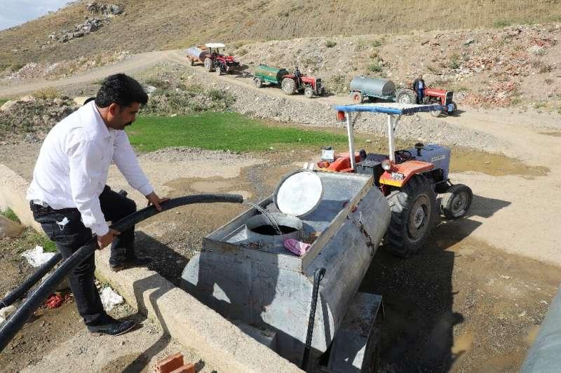 Las severas sequías en Turquía han obligado a los agricultores a llenar los tanques con agua
