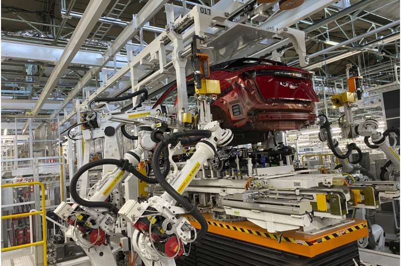 Smart robots do all the work at Nissan's 'intelligent' plant