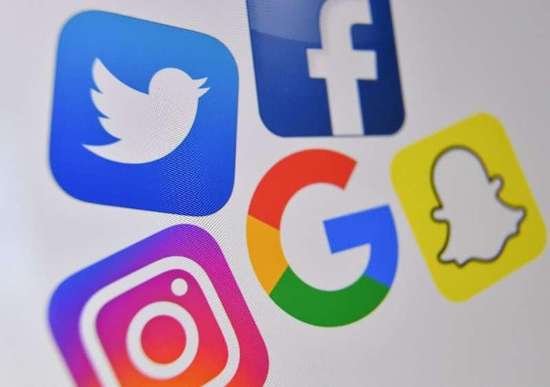 Perusahaan media sosial menghadapi badai kritik atas disinformasi dan konten berbahaya, topik pertemuan kongres.