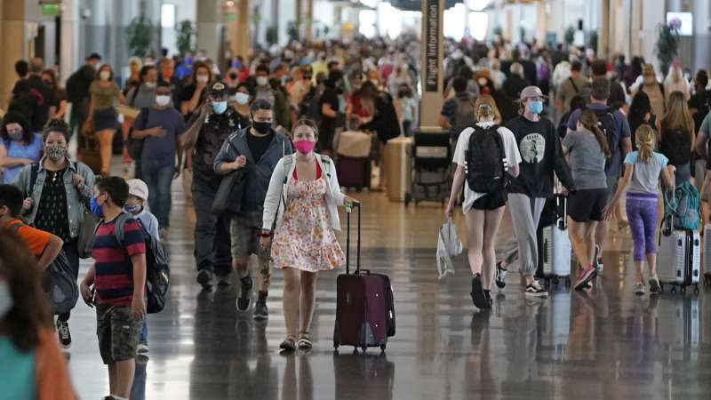 Southwest, American delays hint at hard summer for travelers