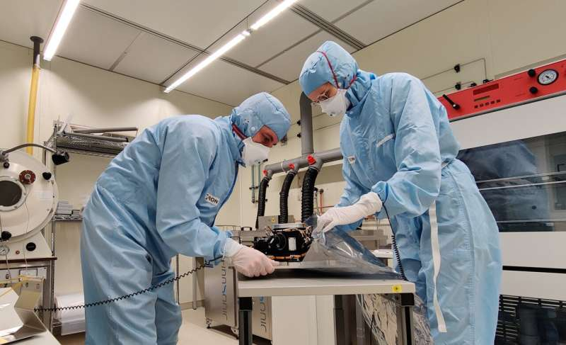 SRON sends filter wheel and calibration system XRISM telescope to Japan for assembly