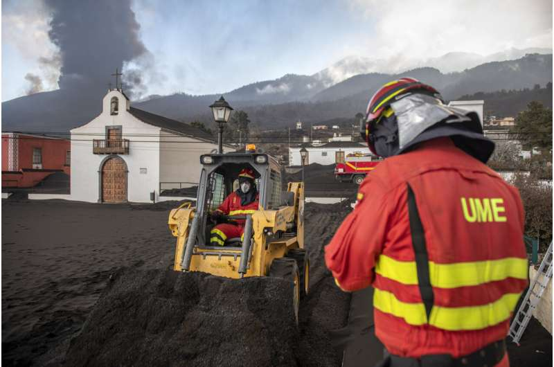 Strongest quake since volcano erupted shakes Spanish island