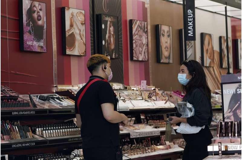 Estudio: la mitad de los cosméticos estadounidenses contienen sustancias químicas tóxicas