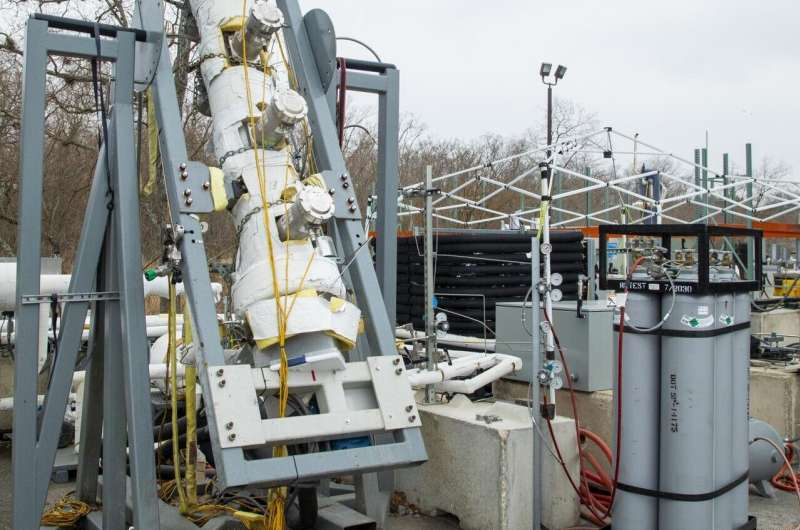 SwRI researchers test natural gas foam's ability to reduce water use in fracking