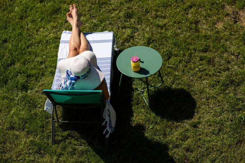 Telling sunbathers what they don't want to hear: Tanning is bad