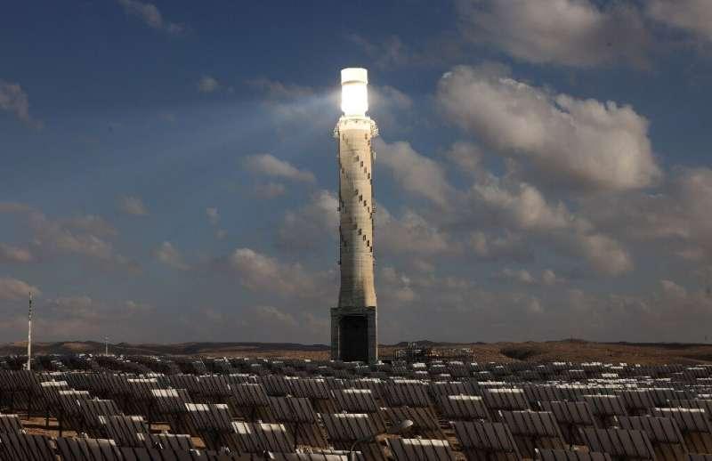 La AIE dijo que las energías renovables, como la eólica y la solar, continuaron creciendo rápidamente, pero `` el progreso de las energías limpias aún está lejos