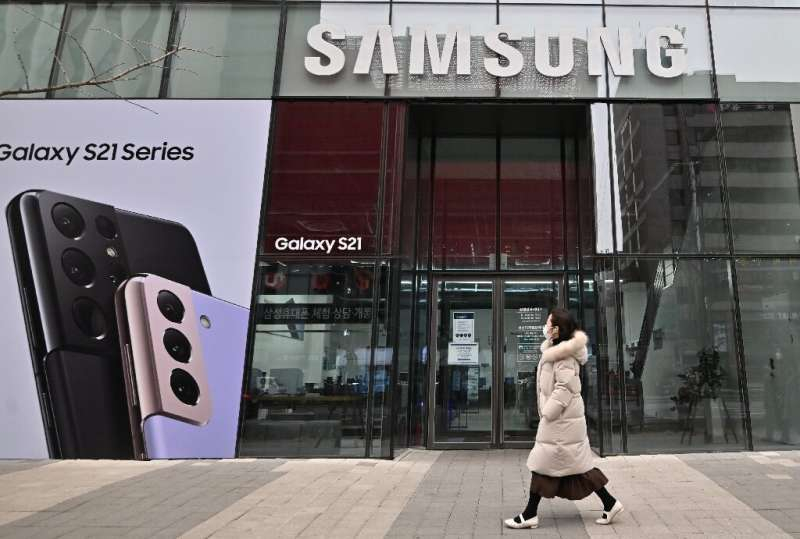 The forecast jump in operating profits was largely driven by robust smartphone sales and the launch of Samsung's flagship Galaxy