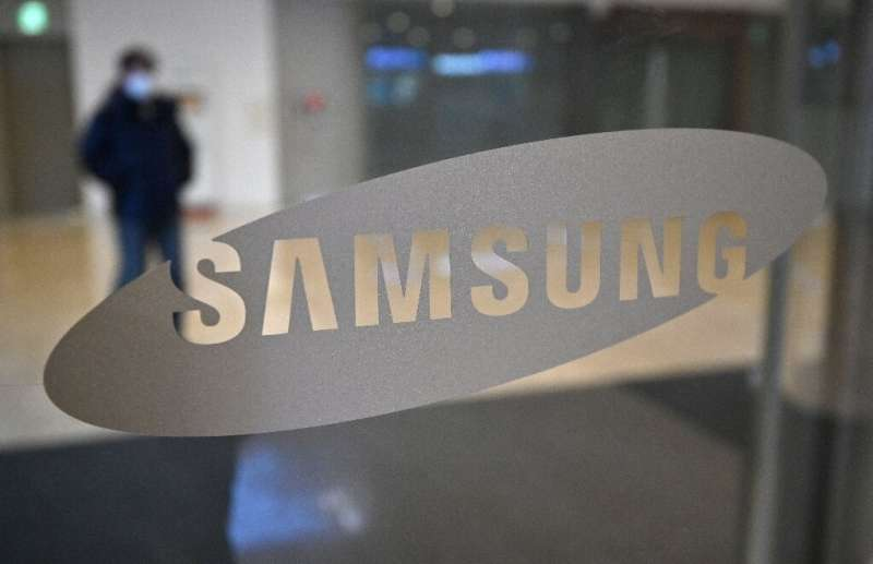 The ruling deprives Samsung, the world's biggest smartphone and memory chip maker, of its top decision-maker