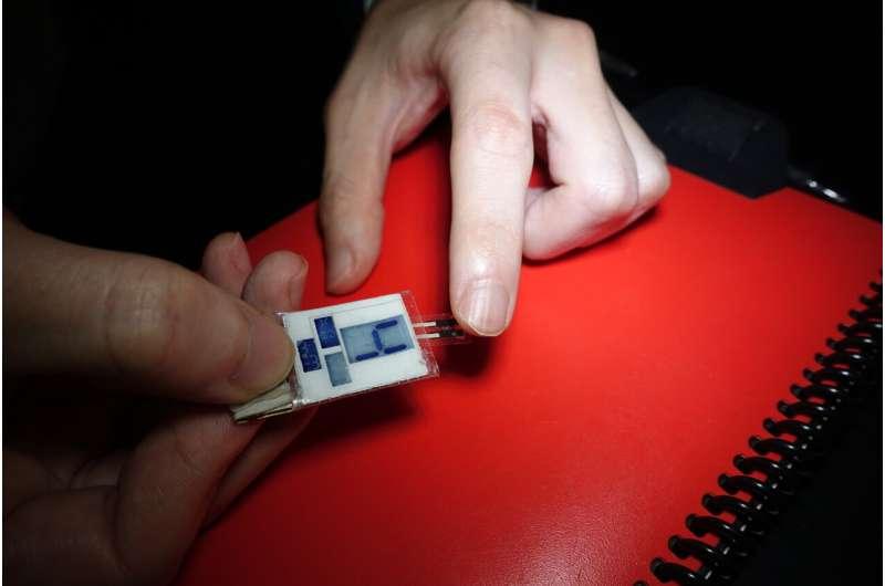 Cet appareil récupère la puissance de vos doigts moites pendant que vous dormez