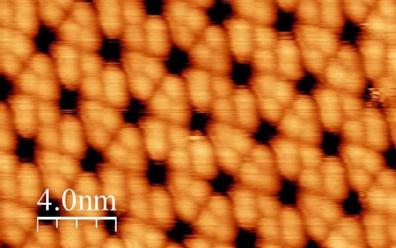 Time-resolved photoemission electron microscopy to probe electron dynamics of solid-state film OLEDs