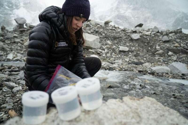 Tourism, wind-transported metal pollution threaten drinking water around Everest