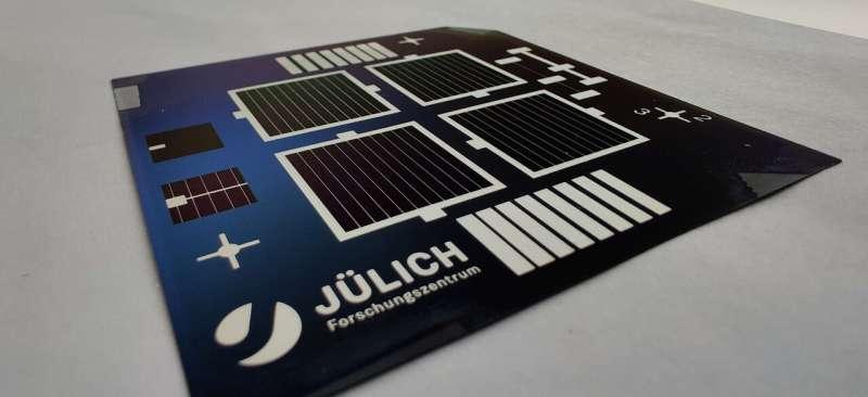 Transparent nanolayers for more solar power