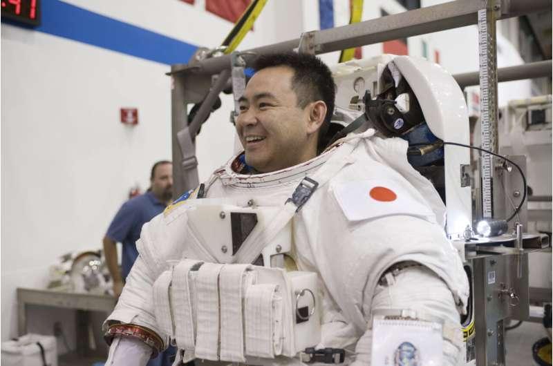 Two pilots, rocket scientist, oceanographer flying SpaceX