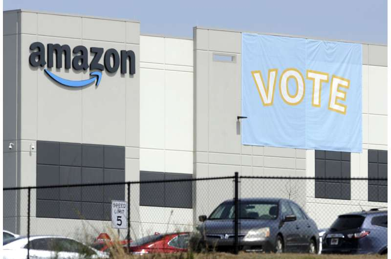 NLRB serviceman  recommends caller   ballot  for Amazon workers